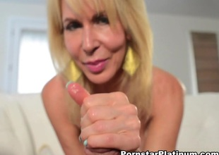 Erica Lauren in Hitachi Hand Job - PornstarPlatinum