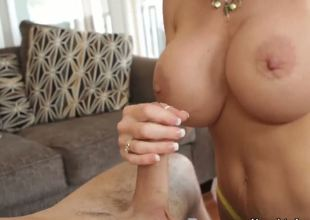 Hello people! Today I present to u this crazy action with Daniel Hunter and Deauxma. This milf is really hot,especially when she sucks my dick! Just see and enjoy guys!