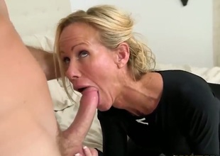 Blonde pornstars milf sucks a cock