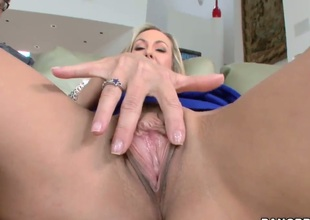 Brandi Love keeps her mouth wide open whilst getting jazzed on