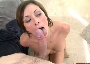 Ashlee Raine gives a blow job