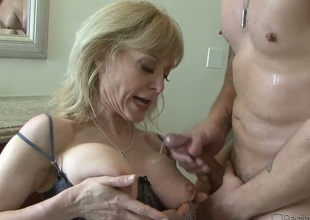 A cougar acquires cumshot on her tits