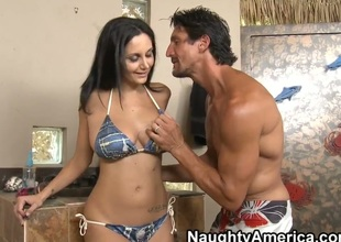 Hawt Ava Addams was invited by Tommy Gunn to tan at his beautiful swimming pool