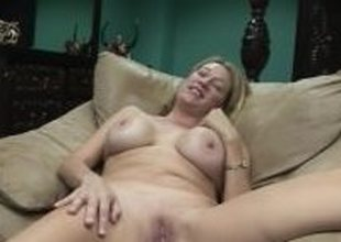 11 CURVACEOUS COUGARS - Scene 2