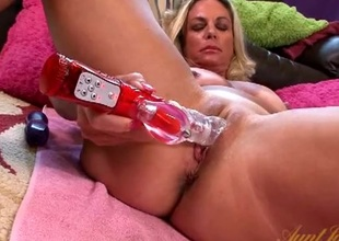 Hot mommy with a toy in her shaved twat