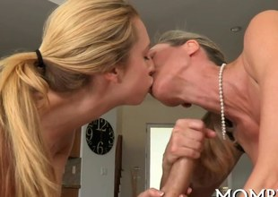 blonde bitches are getting slammed in a hot threesome