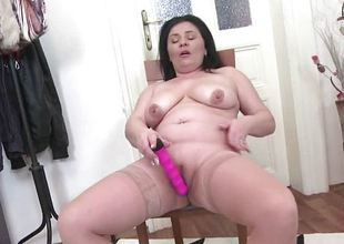 Chubby dark brown mature toying her pussy