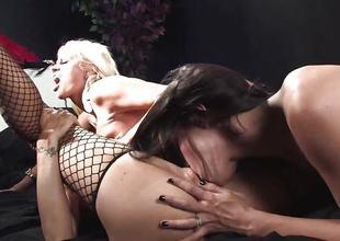 Kendall Karson enjoys lesbian threesome