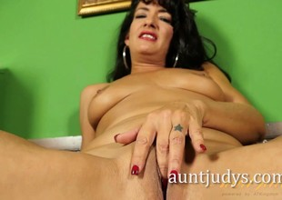 Lalin girl MILF Gabrielle Lane Poses for Aunt Judy's
