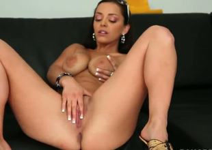 In this episode of Big Tits Round Asses, we bring you an extra special scene featuring none other than Liza Del Sierra. Thats right, the hot MILF who pulled off the infamous B.J.
