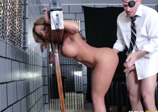 Richelle Ryan with big butt feels the best feeling ever with Johnny Sinss sturdy pole in mouth