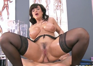 Buxom MILF nurse Lisa Ann loves ass fucking