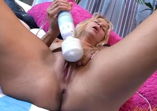 Tanned solo milf masturbates with a sex-toy