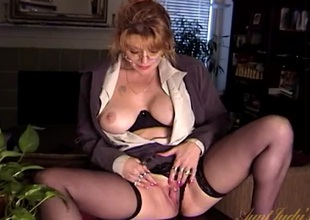 Mature business beauty takes a break to masturbate