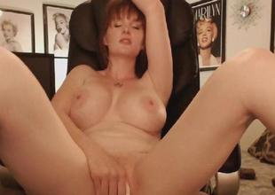 Sexy Large Tits MILF Shows Naked in a Hot Pussy Matu