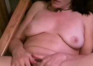 I'm touching my sexy curves in amateur cougar clip
