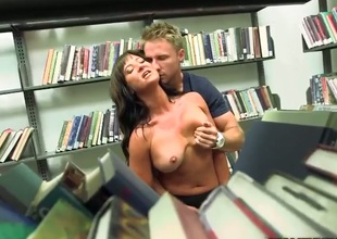 Brunette with round bottom and smooth bush loves giving mouthjob