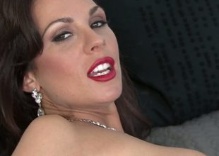 Sexy red lipstick and beautiful body shapes hotty Kirsten Price is basking some nice self fucking with a dildo until her twat is ultimately drained with fresh juice.