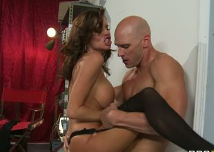 This glamorous pornstar Veronica Avluv lives on Broadway and spends todays night plunging into the raunchy hardcore fucking and sucking with the large and hard member