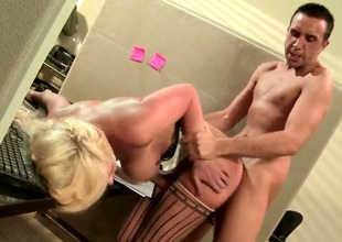 Turned on experienced stud Keiran Lee gets meaty cannon sucked good by lusty blonde milf Phoenix Marie with huge tits and round bouncing ass and copulates her to loud orgasm.