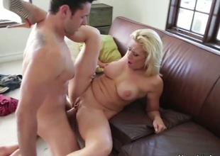 Sexual sappy blond milf Jessie Cash seduces this pretty guy Ryan Driller to have priceless sex. He cant resist desire to fool around with this glamorous woman in age.