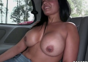 Chica Casandra with phat butt has some time to make ahrd cocked dude happy with her fuckable hands