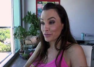 Lisa Ann with moist wazoo her best to make man bust a nut after tugjob