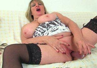 British milf Alisha Rydes copulates a dildo