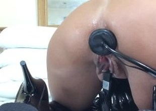 Booty submissive slut prepare her ass with inflatable plug