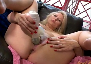 Spinning dildo fucks a curvaceous milf in her cunt