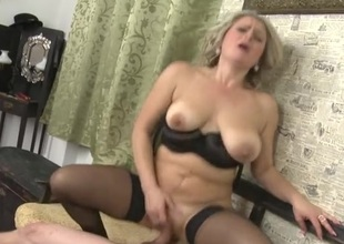 Moaning old lady cums on a wang in her snatch
