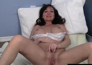 Enjoyable MILF Leah Masturbating