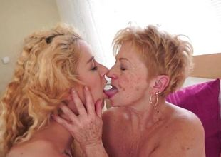 Older hotties goes down on charming blond Monqiue Woods