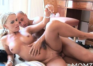 Juicy mature honey welcomes cock to enter her pink vagina