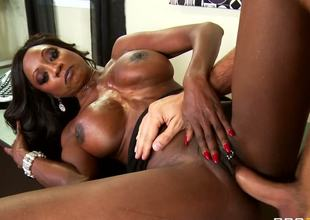 Stacked ebony MILF Diamond Jackson is here to show you that black older ladies are the wildest in bed. Keiran Lee is here to help her show it to the world, by the way!