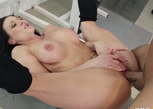 Kendra Craving going deep at the gym