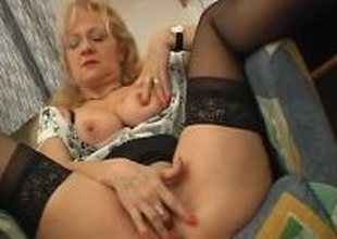 Mature babe getting it rough