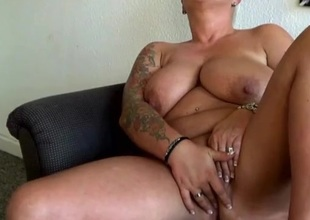 Chubby non-professional milf at home to masturbate
