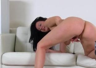Nice natural tits on a sexy masturbating milf