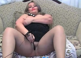 Breasty chubby mature toying on cams