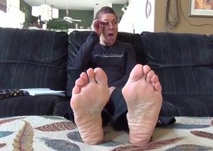 sweaty mature feet