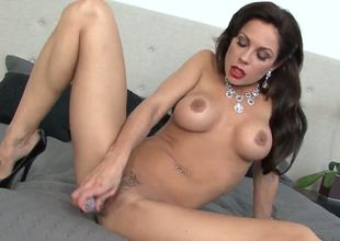 Look at this hot MILF Kirsten Price. Her hot body needs your attention: her gorgeous breasts, her nipples, her arse. She going to show you how woman can satisfy herself out of mans help