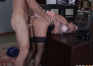 Glassed hot MILF Ariella Ferrera receives humped by Johnny Sins