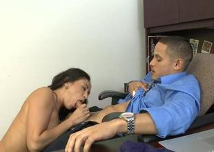 Hottie gives killer blowjob with skillful mouth