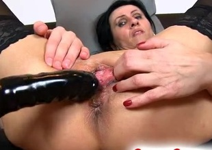 Older slut squirts after dildo fucking
